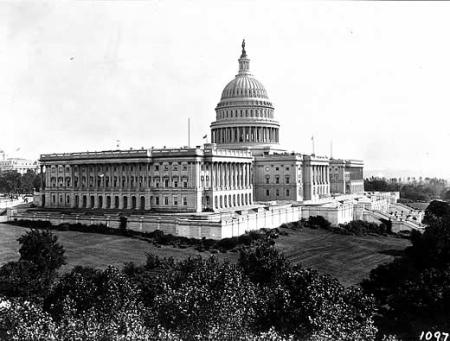 U.S. Capitol 1906 (Image from http://en.wikipedia.org)