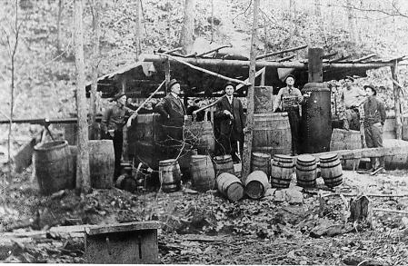 Image from http://passco.com/moonshine_still.jpg