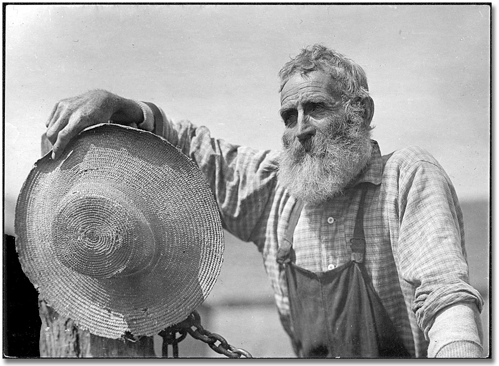 http://yesteryearsnews.files.wordpress.com/2010/10/farmer_strw_hat-1910.jpg