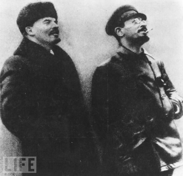 https://yesteryearsnews.files.wordpress.com/2011/11/trotsky-and-lenin.jpg
